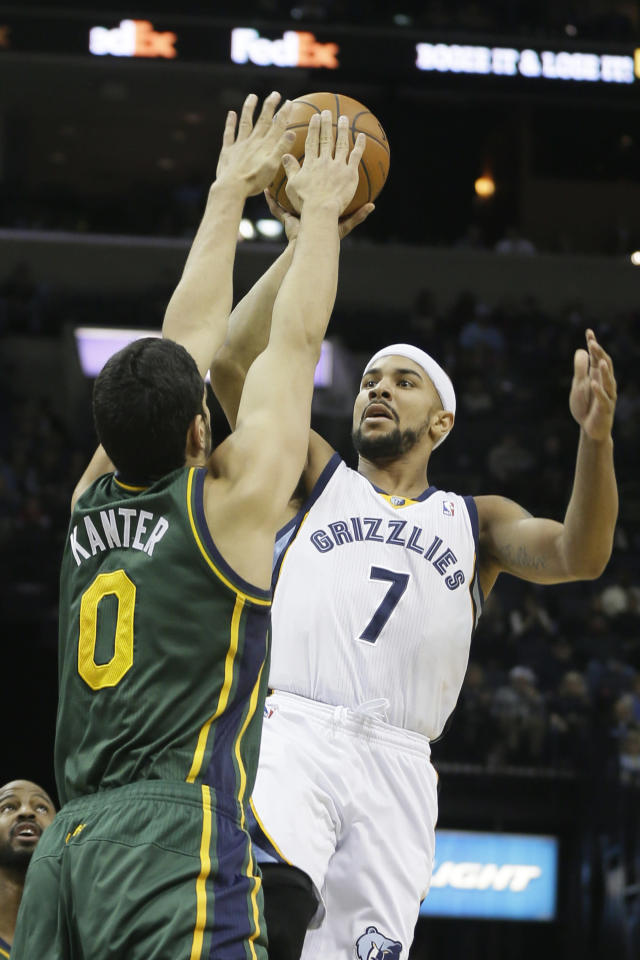 Memphis Grizzlies' Jerryd Bayless (7) shoots over Utah Jazz's Enes Kanter (0), of Turkey, in the first half of an NBA basketball game in Memphis, Tenn., Monday, Dec. 23, 2013. The Grizzlies defeated the Jazz 104-94. (AP Photo/Danny Johnston)
