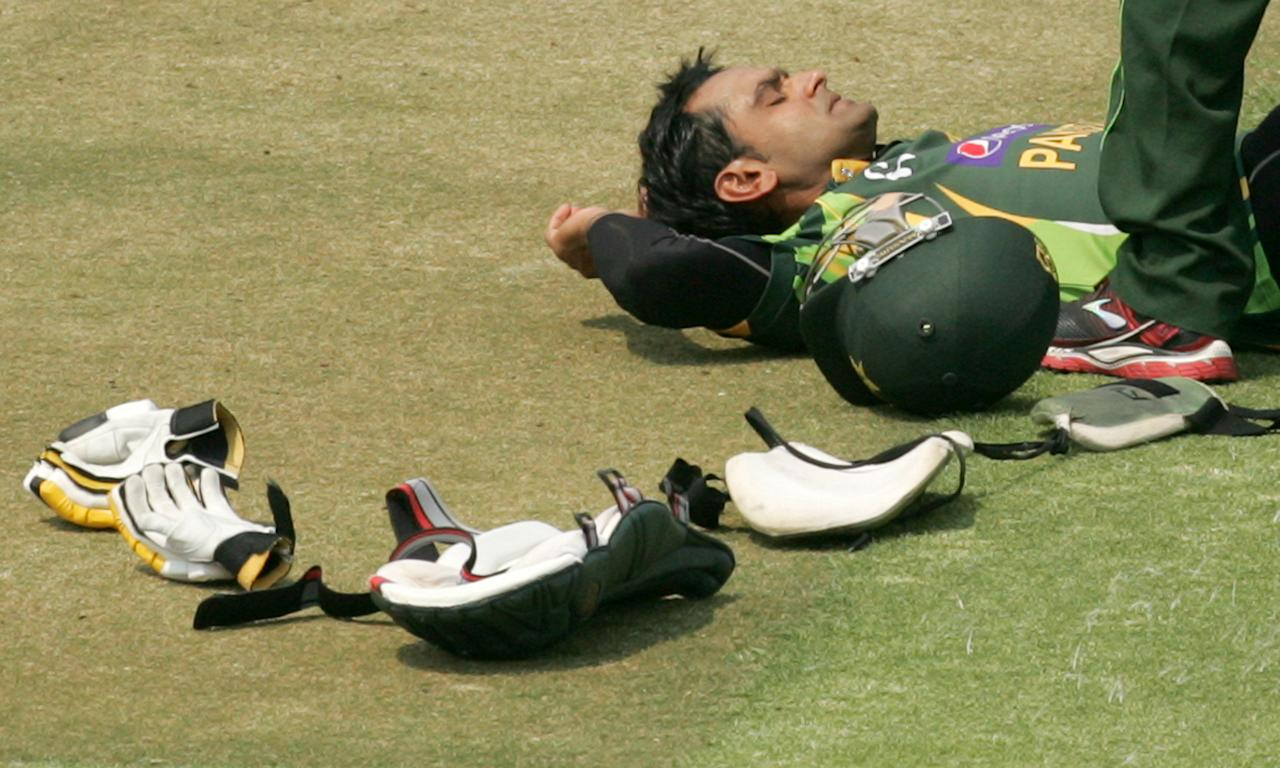 Pakistan batsman Muhammad Hafeez receives treatment for a hamstring injury during the final game of the three match ODI cricket series between Pakistan and hosts Zimbabwe at the Harare Sports Club on August 31, 2013.AFP PHOTO / JEKESAI NJIKIZANA        (Photo credit should read JEKESAI NJIKIZANA/AFP/Getty Images)