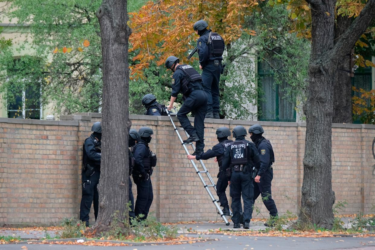 Police officers cross a wall at a crime scene in Halle, Germany, Wednesday, Oct. 9, 2019. (Photo: ASSOCIATED PRESS)