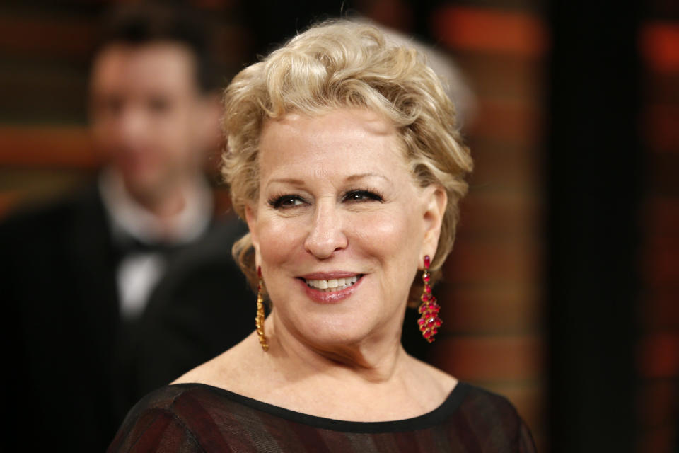Singer Bette Midler arrives at the 2014 Vanity Fair Oscars Party in West Hollywood, California March 3, 2014. REUTERS/Danny Moloshok (UNITED STATES TAGS: ENTERTAINMENT) (OSCARS-PARTIES)