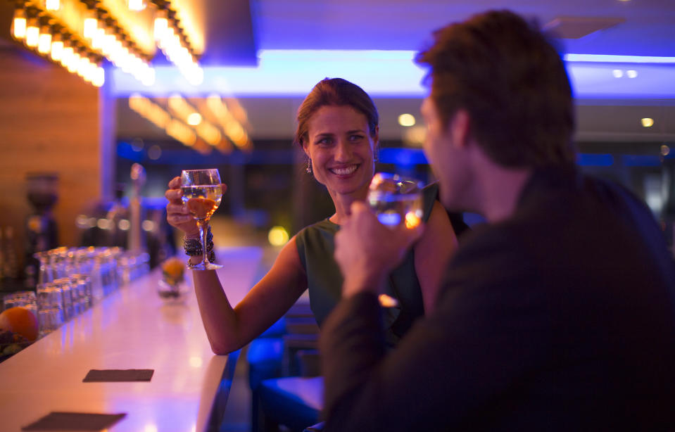 Couple drinking wine in a bar (Photo:Getty)