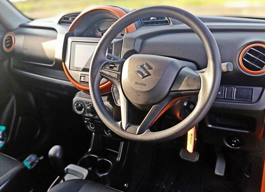 Inside, the different positioning is very apparent as the WagonR looks more subtle and grown up while the S-Presso has a funky cabin with colour accents and that big round centre console with the speedo vying for your attention.