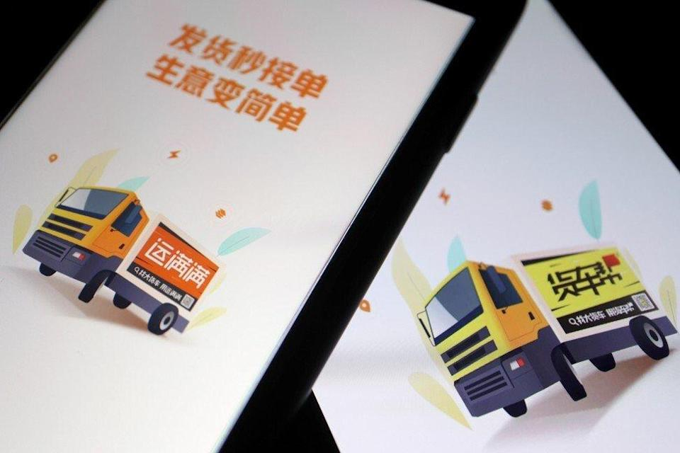 Chinese truck-hailing apps Huochebang and Yunmanman, owned by Full Truck Alliance, are seen on mobile phones in this illustration picture taken July 5. Photo: Reuters