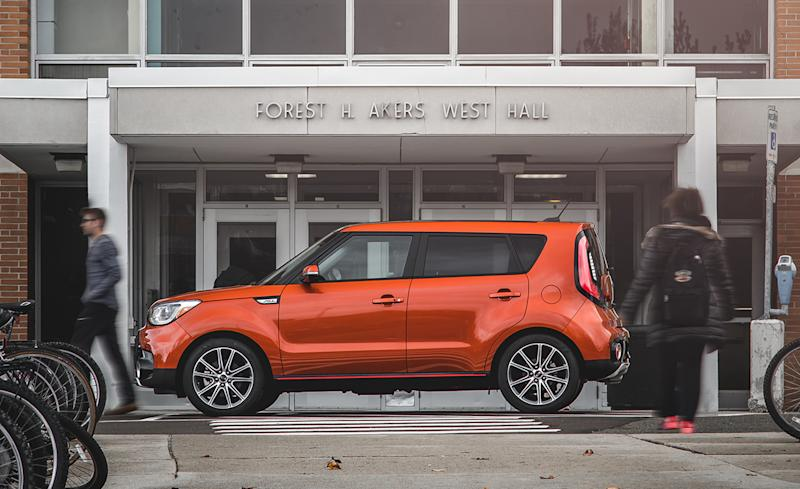 the kia soul is the best subcompact suv 2017 10best trucks and suvs. Black Bedroom Furniture Sets. Home Design Ideas