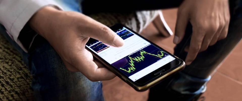 Using the stock market app on your phone
