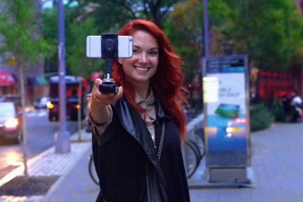 Smove gives smartphone videos a steady hand, auto-follow, and backup battery
