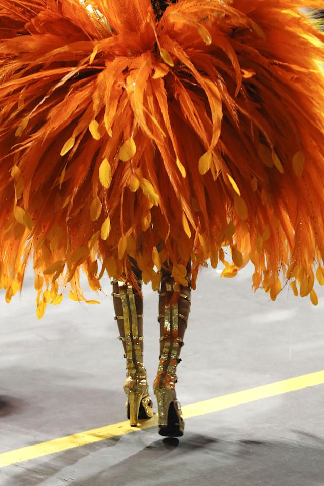 <p>Details of the custome of a member of the samba school Grupo Especial Unidos do Peruche as she participates in the carnival celebration at the Anhembi sambodrome in Sao Paulo, Brazil, Feb. 9, 2018. (Photo: Sebastiao Moreira/EPA-EFE/REX/Shutterstock) </p>