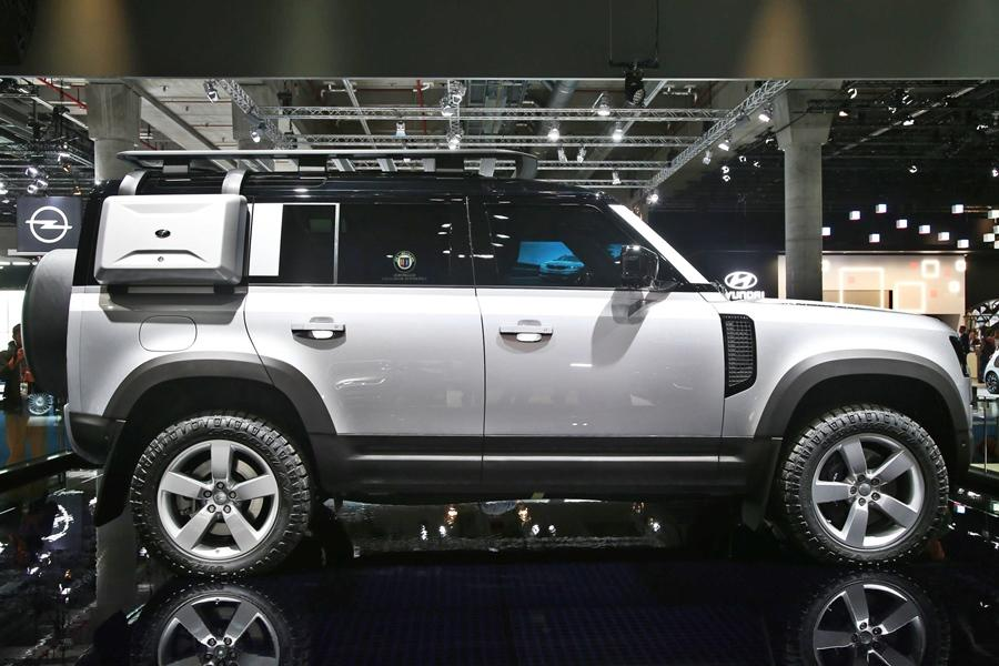 <strong>Land Rover Defender</strong>- The Defender has been one of the biggest stars of the show and this icon has been re-imagined in a spectacular way. India will get this 5-door machine some time in 2020.