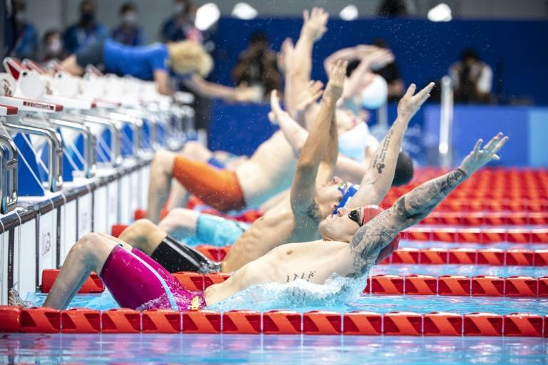 Athletes compete in the men's 100m backstroke S7 swimming final (AFP/CHARLY TRIBALLEAU)