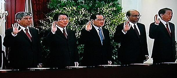 Cabinet Ministers take the oath at the swearing-in ceremony (Yahoo! photo)