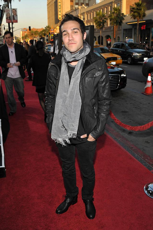 "<a href=""http://movies.yahoo.com/movie/contributor/1809682645"">Pete Wentz</a> arrived sans estranged wife Ashlee Simpson."