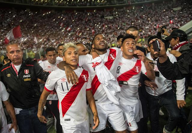 From left to right: Raul Ruidiaz, Jefferson Farfan and Christian Cueva celebrate Peru's World Cup qualification. (Getty)