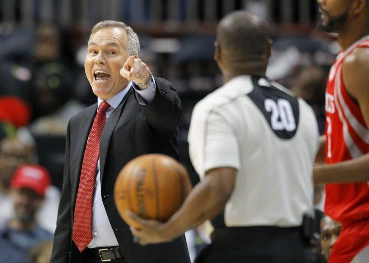 Mike D'Antoni has a word with the referee. (Associated Press)