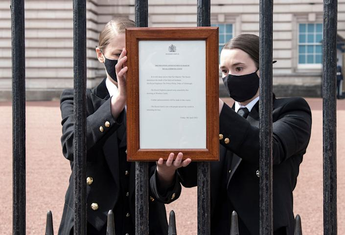 TOPSHOT - An official notice announcing the death of Britain's Prince Philip, Duke of Edinburgh is placed on the gates of Buckingham Palace in central London on April 9, 2021. - Queen Elizabeth II's husband Prince Philip, who recently spent more than a month in hospital and underwent a heart procedure, died on April 9, 2021, Buckingham Palace announced. He was 99. (Photo by Ian West / POOL / AFP) (Photo by IAN WEST/POOL/AFP via Getty Images)