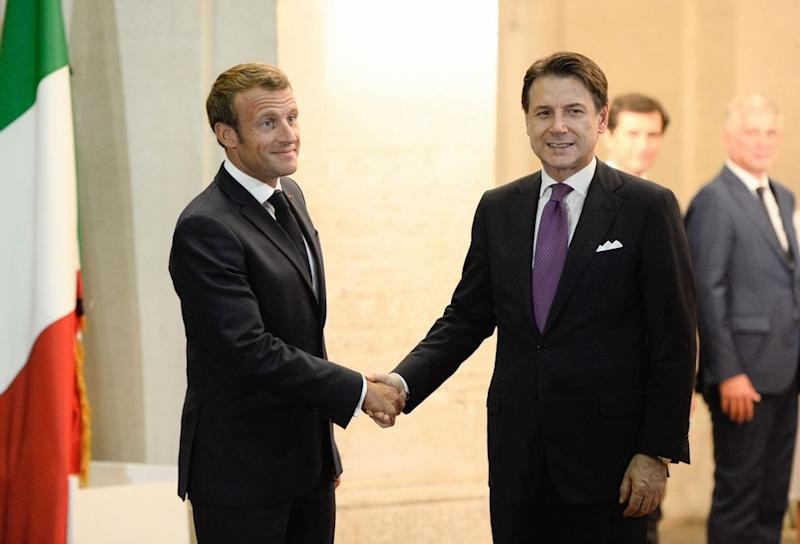 Conte all'incontro con Macron: basta propaganda anti-europea