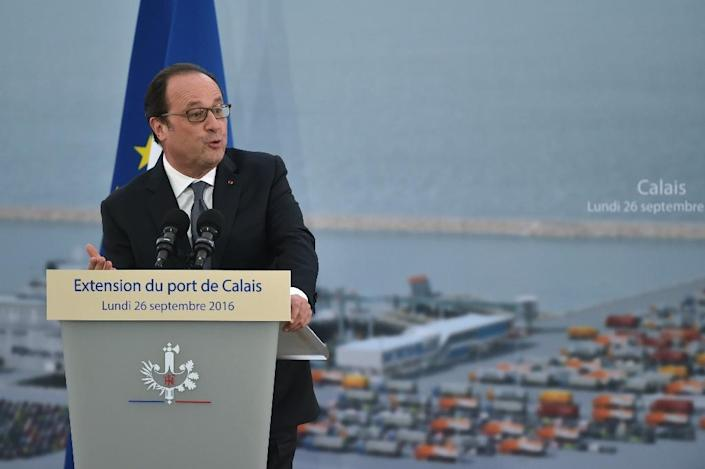 French President Francois Hollande speaks at a ceremony to mark the laying of the first stone of the extension of the port of Calais, on September 26, 2016 (AFP Photo/Philippe Huguen)