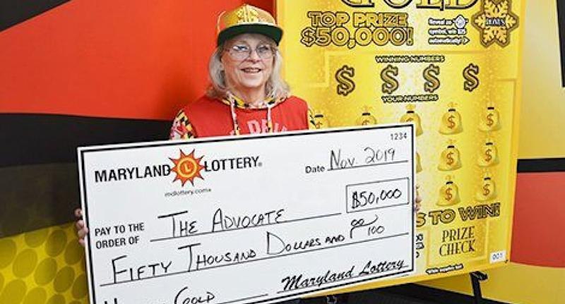 Teacher from Maryland pictured with giant USD$50,000 cheque.