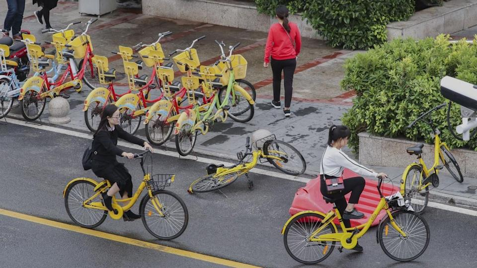 Angry customers of Chinese bike-sharing pioneer Ofo queue up at Beijing office for deposit refund