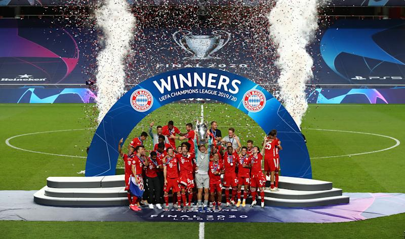 LISBON, PORTUGAL - AUGUST 23: Manuel Neuer, captain of FC Bayern Munich lifts the UEFA Champions League Trophy following his team's victory in the UEFA Champions League Final match between Paris Saint-Germain and Bayern Munich at Estadio do Sport Lisboa e Benfica on August 23, 2020 in Lisbon, Portugal. (Photo by Julian Finney - UEFA/UEFA via Getty Images)