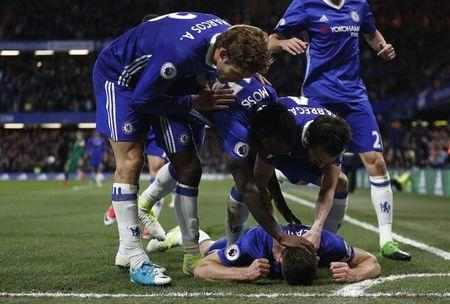 Britain Football Soccer - Chelsea v Southampton - Premier League - Stamford Bridge - 25/4/17 Chelsea's Gary Cahill celebrates scoring their second goal with teammates Reuters / Stefan Wermuth Livepic