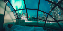 <p>This guy knows about views. <i>(Photo: Kakslauttanen Arctic Resort)</i> </p>