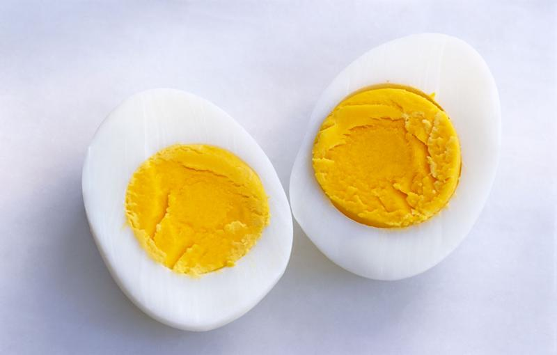 How to heat up boiled eggs in microwave
