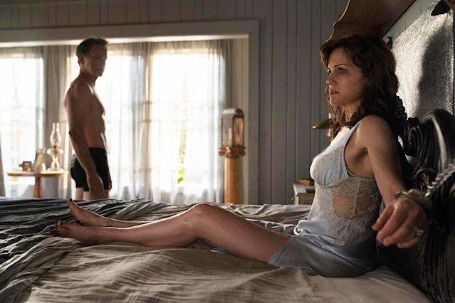 Bruce Greenwood and Carla Gugino in <em>Gerald's Game</em>. (Photo: Intrepid Pictures/Netflix)