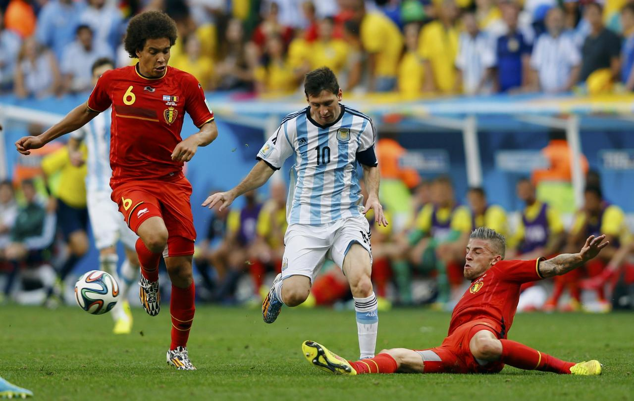 Argentina's Lionel Messi (C) fights for the ball with Belgium's Axel Witsel (L) and Toby Alderweireld during their 2014 World Cup quarter-finals at the Brasilia national stadium in Brasilia July 5, 2014. REUTERS/Dominic Ebenbichler (BRAZIL - Tags: SOCCER SPORT WORLD CUP)