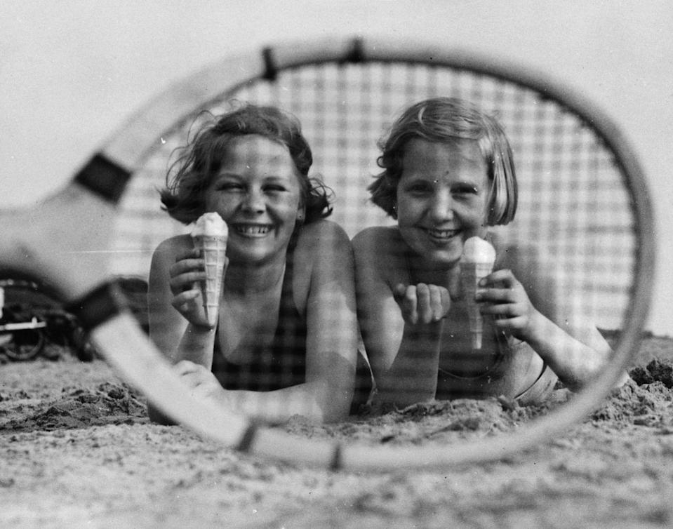 <p>Getting sand in your ice cream is The Worst, but these girls look like they couldn't care less. So, you know, do you.</p>
