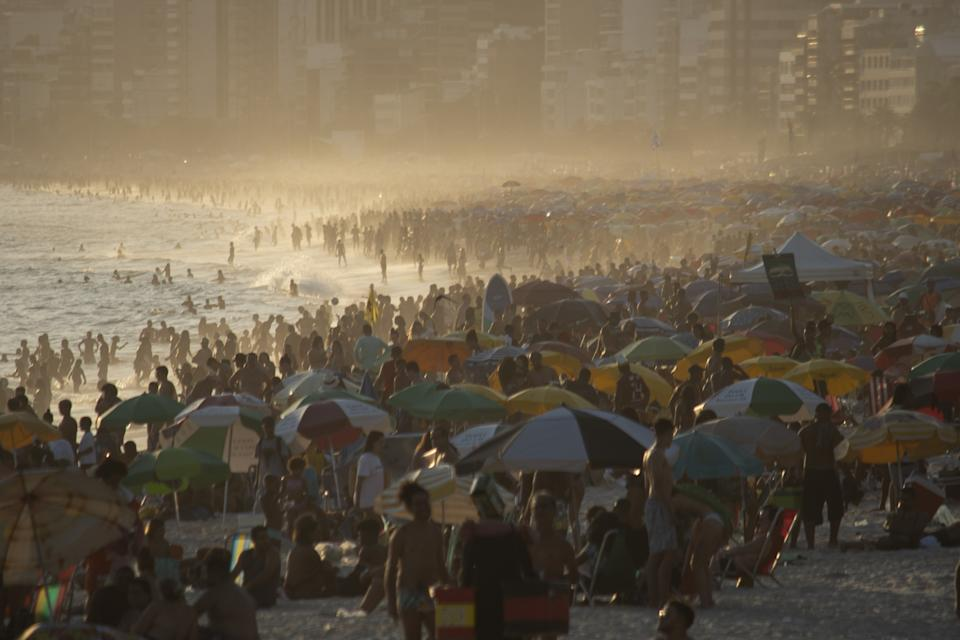 RIO DE JANEIRO, BRAZIL  JANUARY 30 - A general view of Ipanema beach is seen as thousands gathered to cool off during a hot day in Rio De Janeiro, Brazil on January 30, 2021. The thermal sensation reached 42 degrees in the city. Military Police try to avoid crowding people on Ipanema beach. Brazil has 1,279 deaths in the last 24 hours total exceeds 223 thousand deaths. (Photo by Fabio Teixeira/Anadolu Agency via Getty Images)