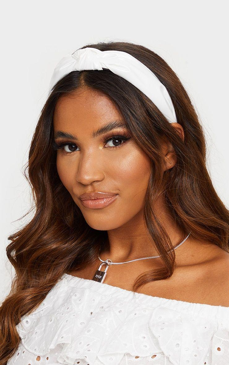 """<p><strong>PRETTYLITTLETHING</strong></p><p>prettylittlething.us</p><p><strong>$7.50</strong></p><p><a href=""""https://go.redirectingat.com?id=74968X1596630&url=https%3A%2F%2Fwww.prettylittlething.us%2Fwhite-pu-twist-headband.html&sref=https%3A%2F%2Fwww.cosmopolitan.com%2Fstyle-beauty%2Ffashion%2Fg35845953%2Fbest-knot-headbands%2F"""" rel=""""nofollow noopener"""" target=""""_blank"""" data-ylk=""""slk:Shop Now"""" class=""""link rapid-noclick-resp"""">Shop Now</a></p><p>No fuss, no frills, a simple white knot headband will level up nearly any outfit. </p>"""