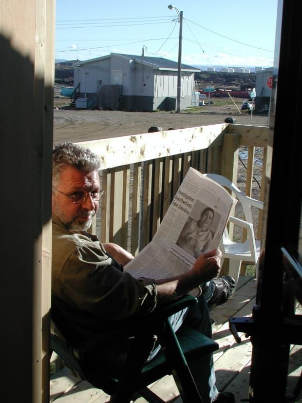 Jim Bell in one of his favourite situations: reading a newspaper on his Iqaluit deck. The long-time journalist, editor and opinion writer at Nunatsiaq News, died on Aug. 24 at age 69, after speaking truth to power for nearly four decades. (Jane George - image credit)