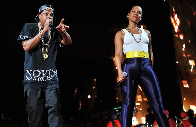 Alicia keys brings out jay z to perform empire state of mind in alicia keys brings out jay z to perform empire state of mind in times square malvernweather Image collections
