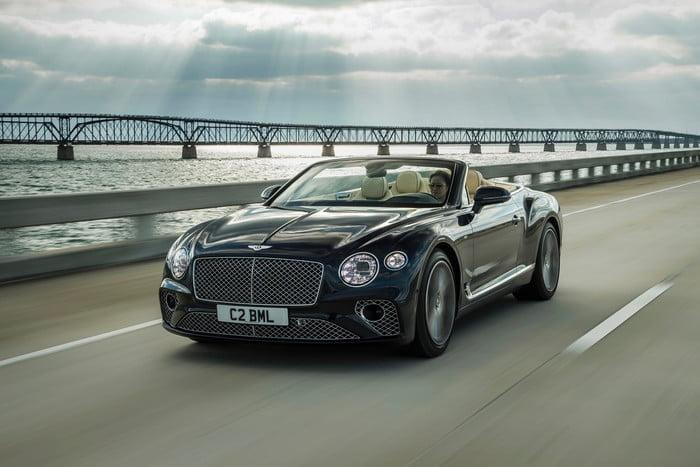 bentley continental gt v8 convertible 1 700x467 c