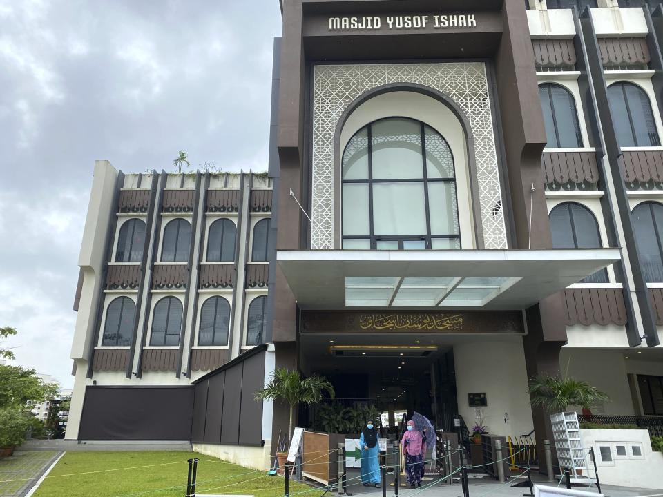 Worshippers leave the Yusof Ishak Mosque in Singapore. (PHOTO: Annabelle Liang/AP)
