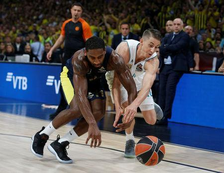 Basketball - Euroleague Final Four Final - Real Madrid vs Fenerbahce Dogus Istanbul - Stark Arena, Belgrade, Serbia - May 20, 2018 Real Madrid's Jaycee Carroll in action with Fenerbahce Dogus Istanbul's Brad Wanamaker REUTERS/Alkis Konstantinidis
