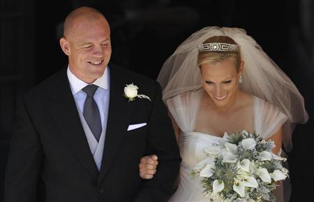 Britain's Zara Phillips, the eldest granddaughter of Queen Elizabeth, and her husband England rugby captain Mike Tindall leave after their marriage at Canongate Kirk in Edinburgh, Scotland July 30, 2011. REUTERS/Dylan Martinez