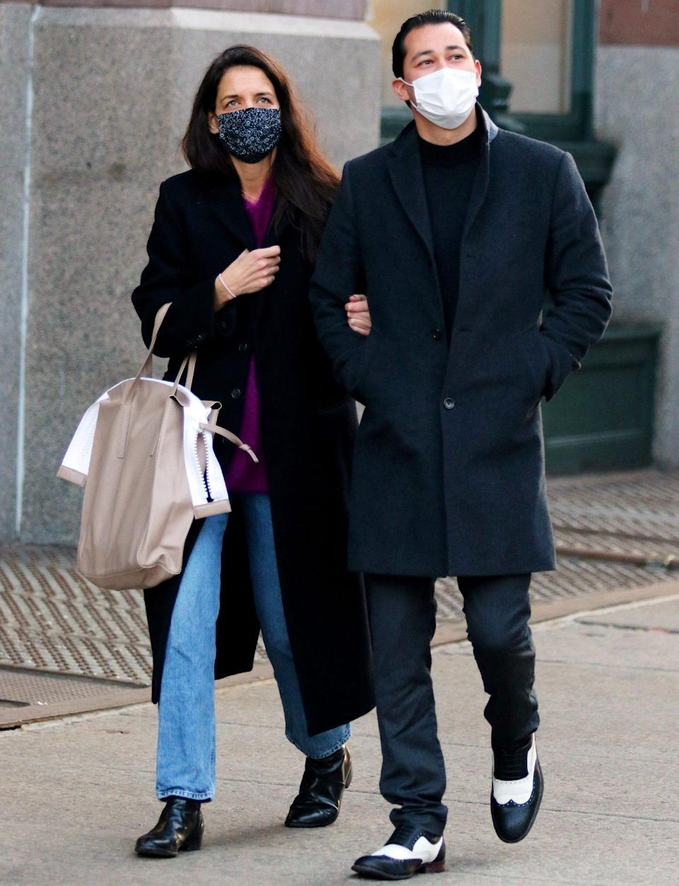 <p>Katie Homes and boyfriend Emilio Vitolo Jr. have their eyes to the sky on Monday during an outing in N.Y.C.</p>