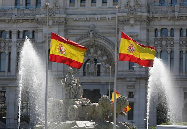 <p>Spanish flags flutter at half mast following the Manchester attack, in Madrid, Spain on May 23, 2017.(Paul Hanna/Reuters) </p>