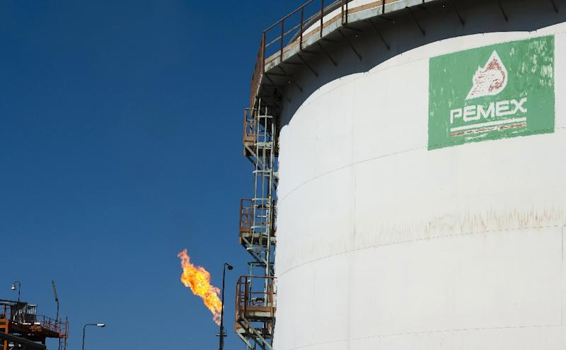A tank with processed oil at a Pemex refinery in Tula, Hidalgo state, Mexico on March 8, 2011 (AFP Photo/Omar Torres)