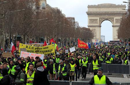 More violence in Paris as'yellow vests keep marchingMore