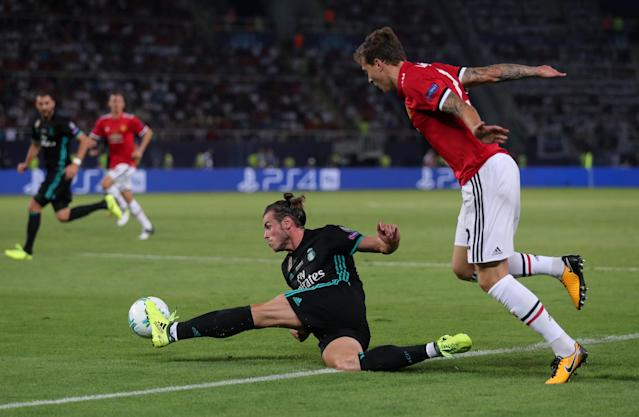 Soccer Football - Real Madrid v Manchester United - Super Cup Final - Skopje, Macedonia - August 8, 2017 Manchester United's Victor Lindelof in action with Real Madrid's Gareth Bale REUTERS/Eddie Keogh TPX IMAGES OF THE DAY