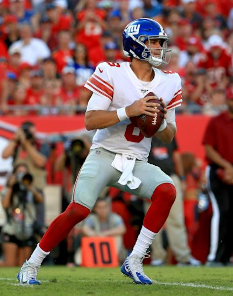 New York Giants rookie Daniel Jones passes during his team's 32-31 NFL victory over the Tampa Bay Buccaneers (AFP Photo/Mike Ehrmann)