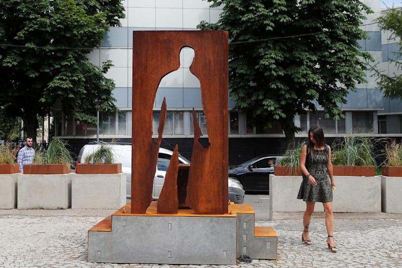 Moscow's Delivery Persons Honoured With Monument for Feeding People Through Lockdown