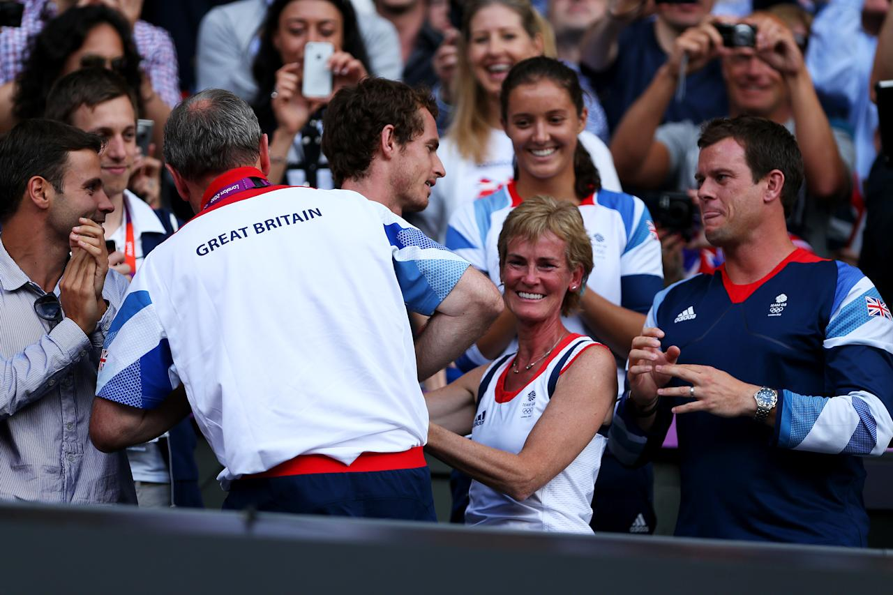Andy Murray of Great Britain (C) celebrates with his mother Judy Murray (2R), Team Leader Paul Hutchins (L), Davis Cup captian Leon Smith (R) and Laura Robson (Top) after defeating Roger Federer of Switzerland in the Men's Singles Tennis Gold Medal Match on Day 9 of the London 2012 Olympic Games at the All England Lawn Tennis and Croquet Club on August 5, 2012 in London, England. Murray defeated Federer in the gold medal match in straight sets 2-6, 1-6, 4-6.  (Photo by Clive Brunskill/Getty Images)