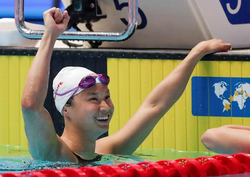 Canadian swimmer Maggie MacNeil swims to world gold