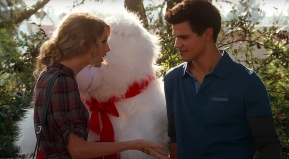 Taylor Swift and Taylor Lautner in Valentine's Day