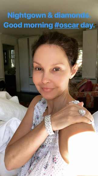 <p>Rise and shine - it was early morning bling for Ashley Judd as she got her Oscars prep on.</p>