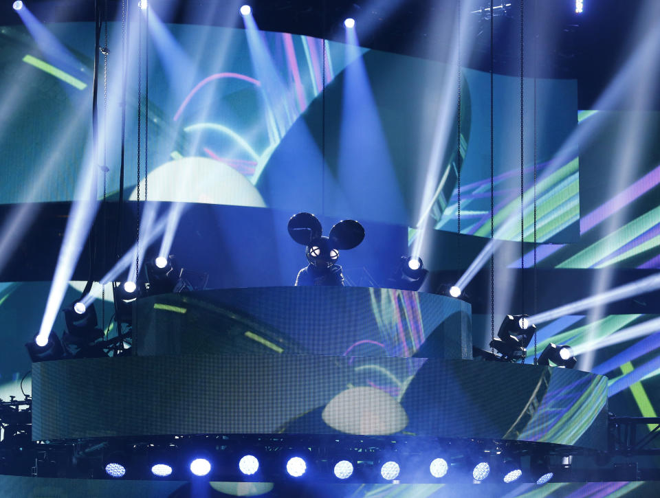 Canadian DJ Deadmau5 performs with Los Angeles-based singer Colleen D'Agostino (not pictured) at the 2015 Juno Awards in Hamilton, Ontario, March 15, 2015.   REUTERS/Mark Blinch (CANADA  - Tags: ENTERTAINMENT)