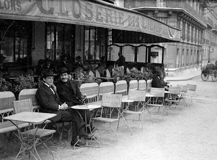 """Paul Fort (1872-1960), the """"prince of the poets"""" (on the right), in the terrace of Closerie des lilas, boulevard of Montparnasse. Paris, VIth district, 1920."""